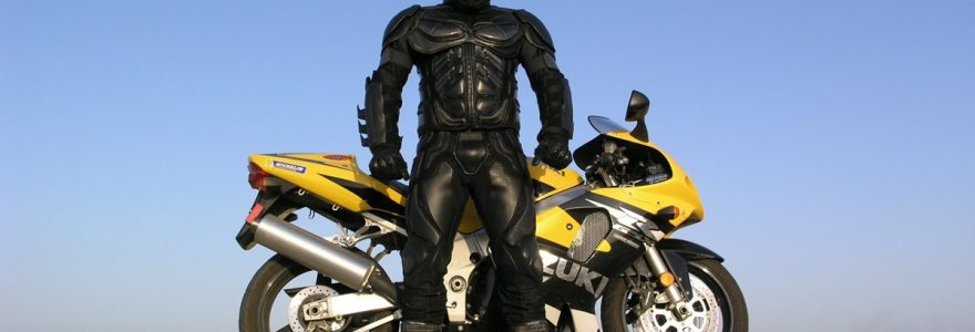 porter une combinaison de moto