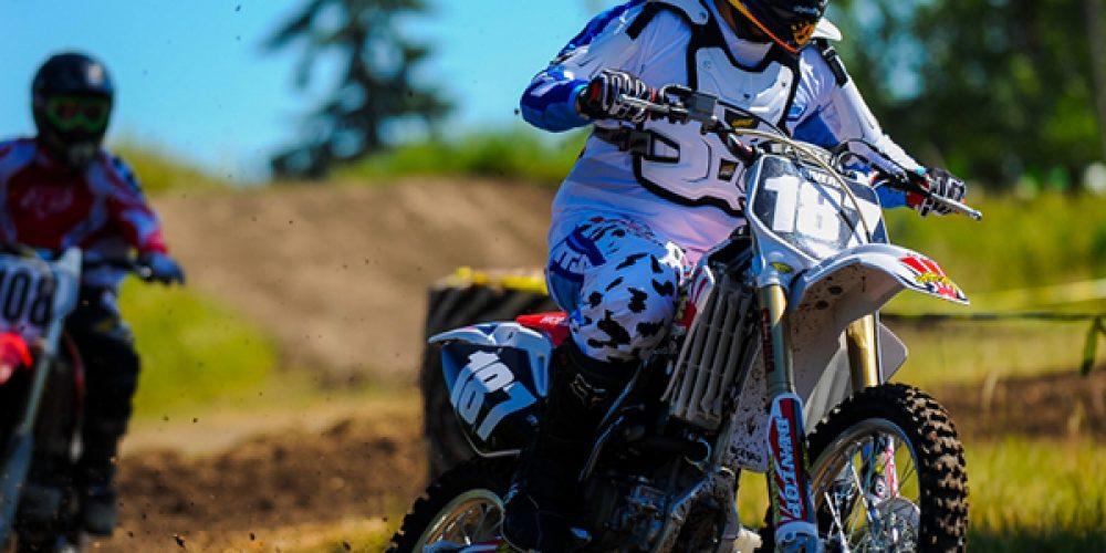 Acheter de l'équipement et des accessoires de moto cross en ligne